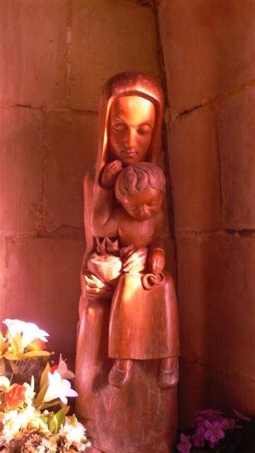 lien à la mère;facteur important de réussite selon Bert Hellinger et les constellations familiales:Notre Dame du nid